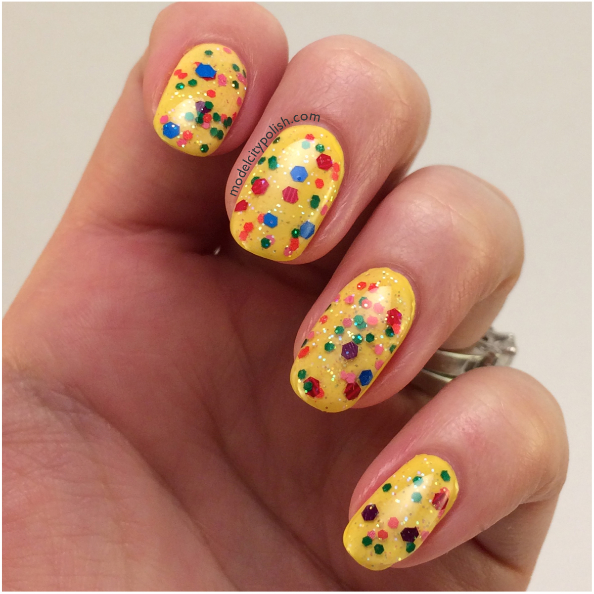 Happy Nails: #31DC2014 Day 3 Yellow